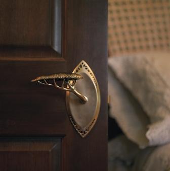 Hedgerow door lever