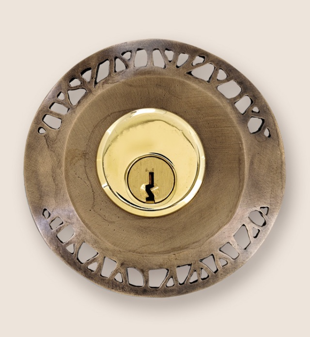 Hedgerow deadbolt